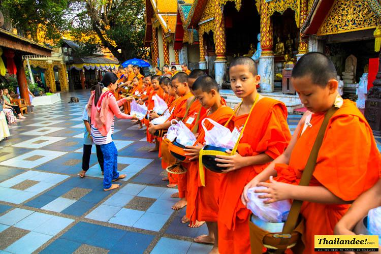 offrandes moines doi suthep chiang mai