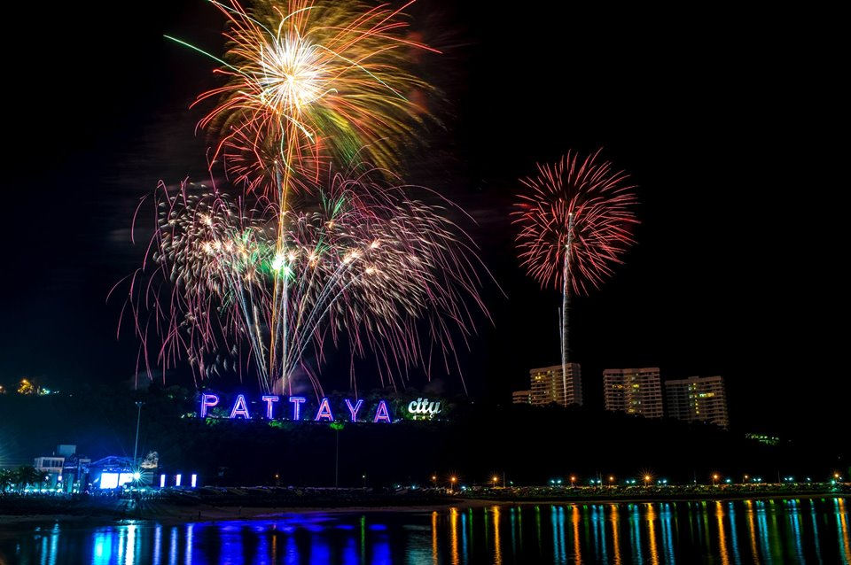festival feux artifices pattaya thailande