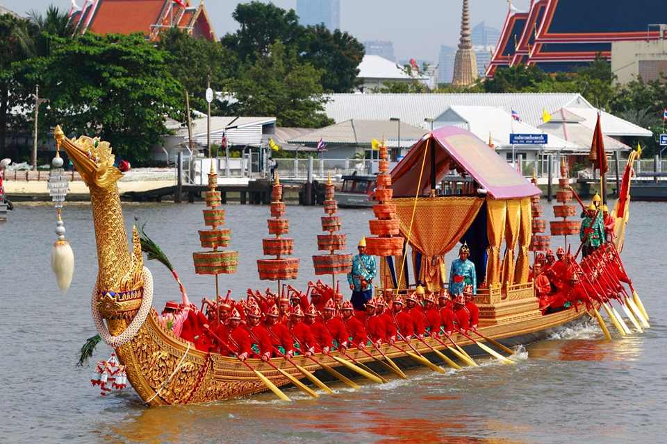 procession barges royales bangkok