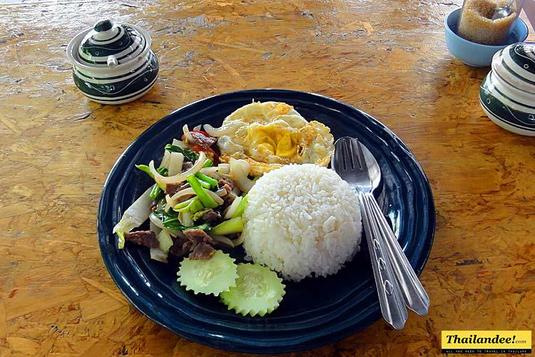 eat with locals in Chiang Mai