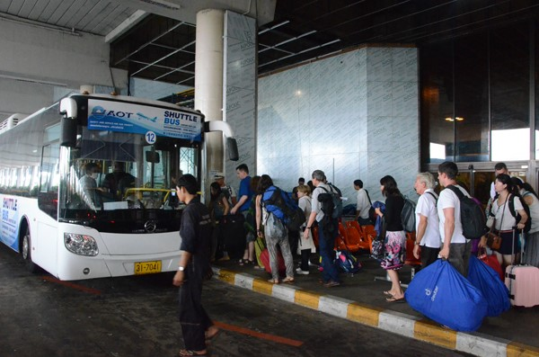 how to get from don mueang to suvarnabhumi