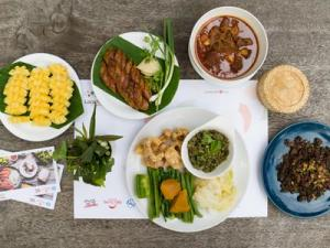 Doi Tung Royal Villa & White Temple with Signature Northern Meal Chiang Rai