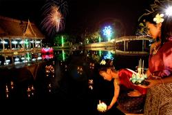 ayutthaya loy krathong in ancient city