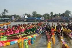 surin long boat race for princess maha chakri sirindhorn trophy