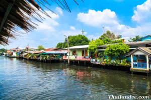 Khlong Bang Luang Floating Market Bangkok