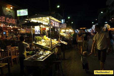 Hua Hin Night Market (Dechanuchit Road)