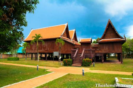 Rulers New and Old palaces (Phatthalung Museum)